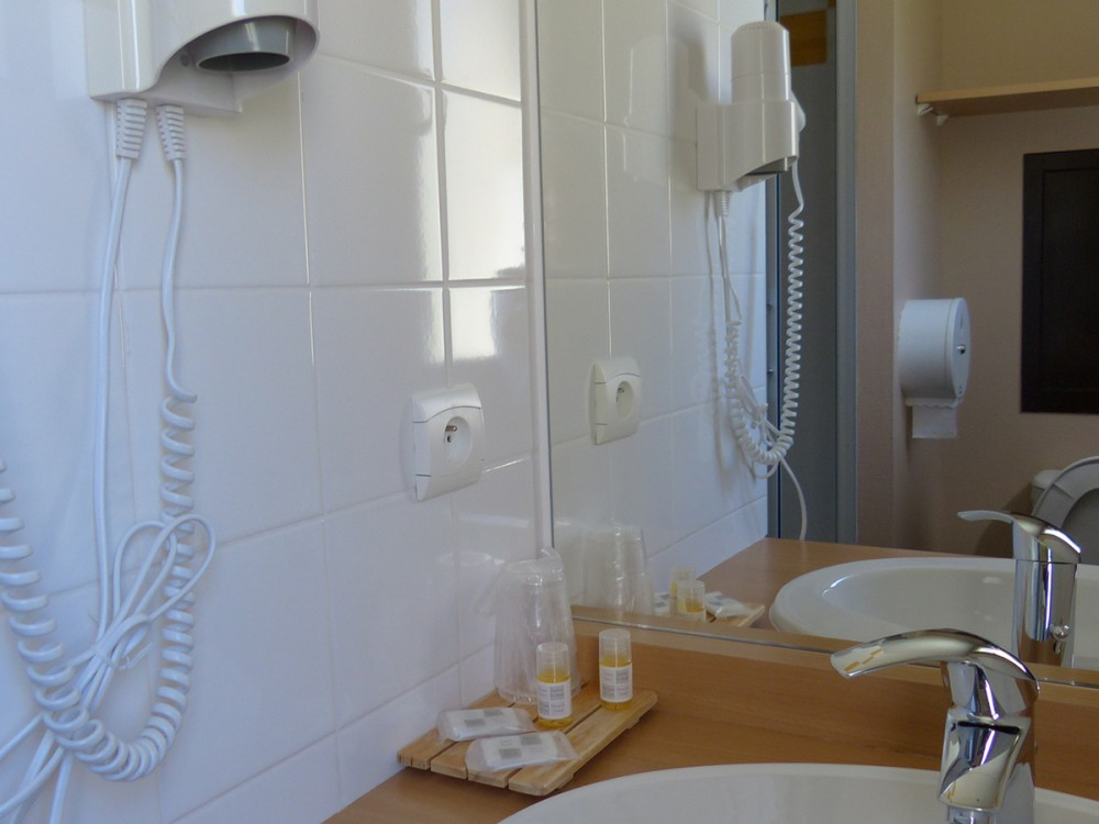 La salle de bain des chambres
