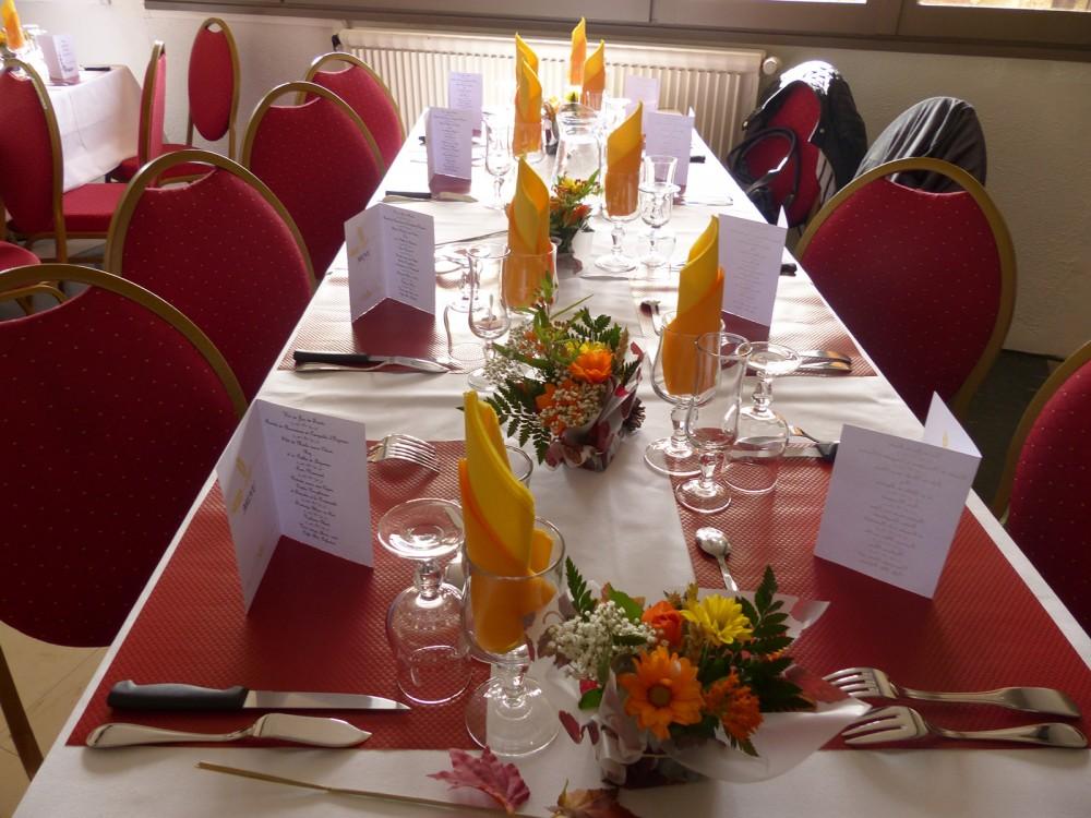 Table dressée au restaurant des Aveilles