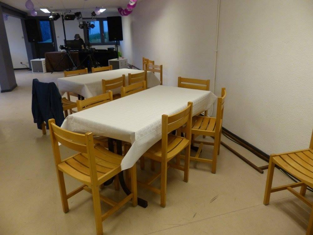 location de salle ind pendante anniversaire repas de famille cousinade f te. Black Bedroom Furniture Sets. Home Design Ideas